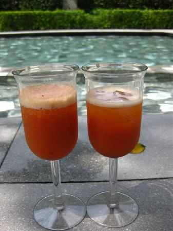Lone Pine Hotel: Complimentary juice at check-in and by the pool