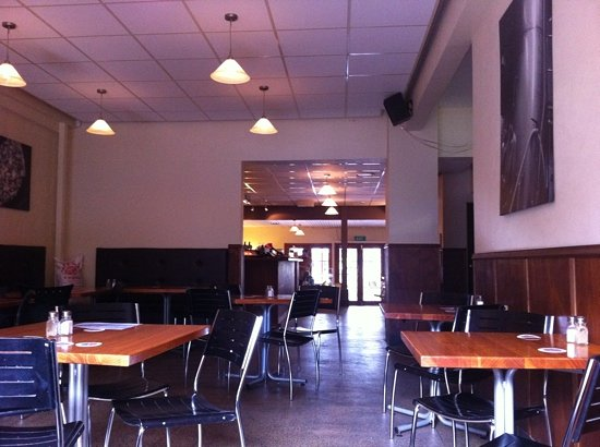BREW / Craft Beer Pub: inside