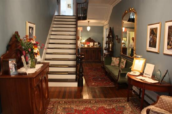 Hillsdale House Inn: The beautiful entrance way.