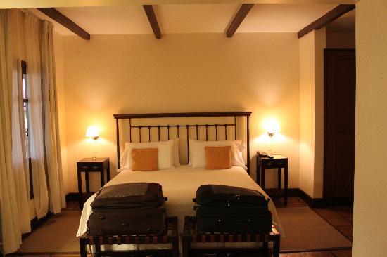 Altalaluna Hotel Boutique & Spa: huge bed