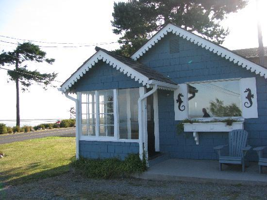 Juan de Fuca Cottages: Sunset Bay Cottage