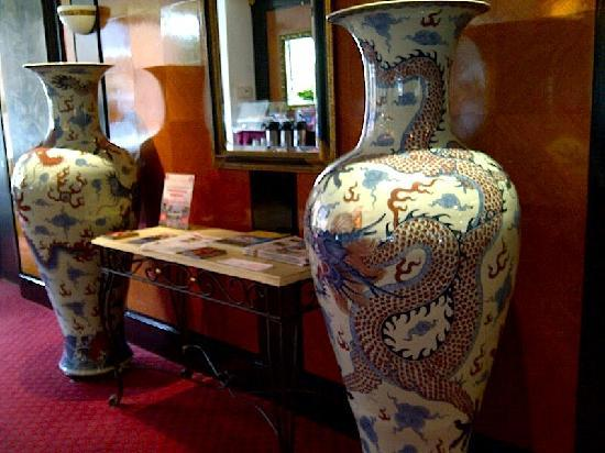 Stamford Suites: Loved these Chinese vases