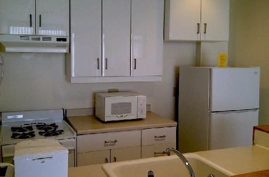 Stamford Suites: The suite's kitchen was ample and well stocked