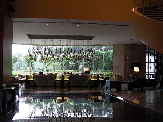 Manila Marriott Hotel: ロビー&バーカウンターです