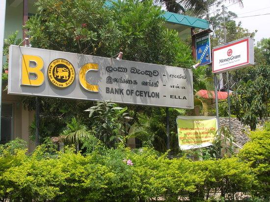 Jade Green Tea Centre & Restaurant : Location of Jade Green Tea Centre and Restaurant above Bank of Ceylon