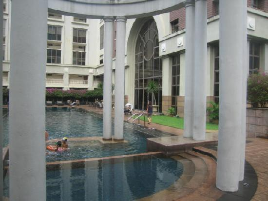 Orchard Parksuites by Far East Hospitality: The Pool looking toward the apartments