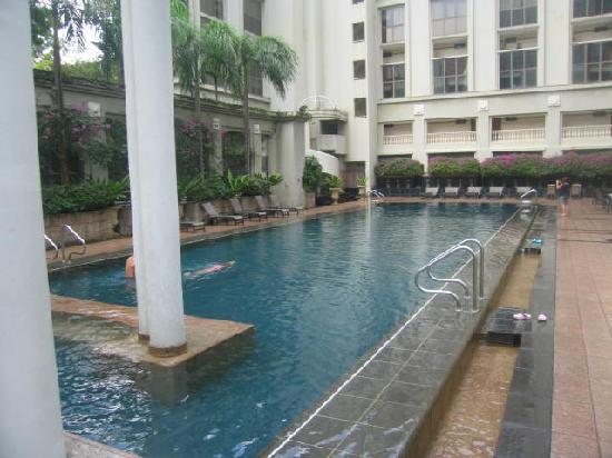 Orchard Parksuites by Far East Hospitality: More of the beautiful pool