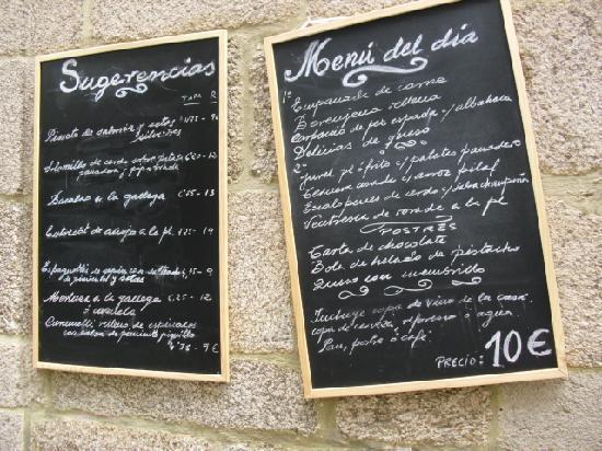 Taperia Yunque: fachada con la pizazza menu