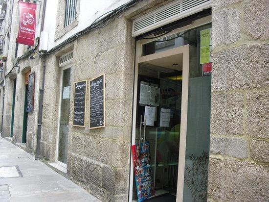 Taperia Yunque: fachada entrada restaurante