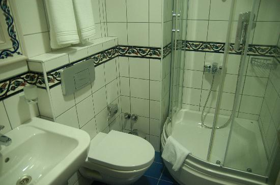 Hotel Novano: One bathroom image from standard rooms