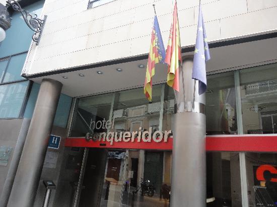 Hotel Conqueridor: Hotel Entrance