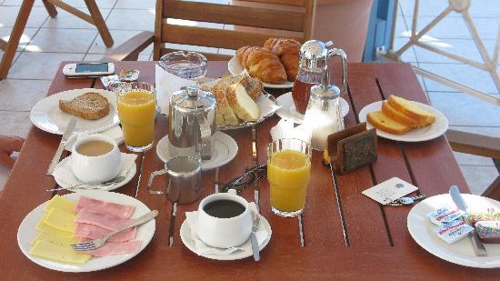 Cyclades Hotel: Le petit déjeuner