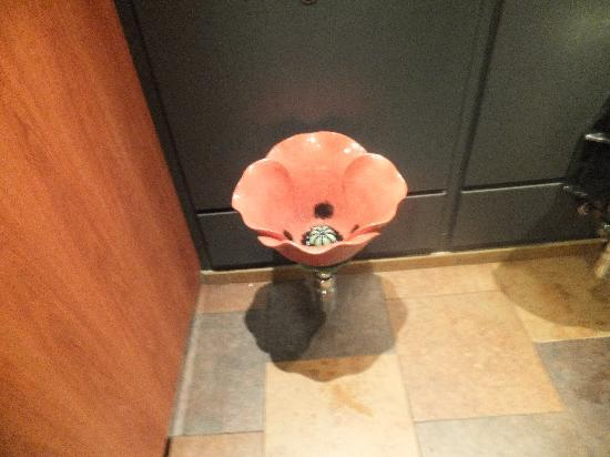 Bay Strathmore Hotel: for debbie barton grange urinal hehe