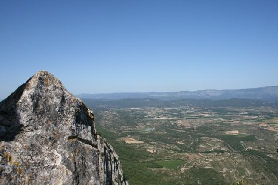 Isis en Cevennes : Try to reach the top of the Pic St. Loup. The view is glorious!