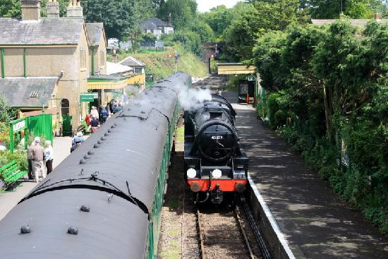 The Mid Hants Railway Watercress Line: Watching the train from the footbridge at Alresford Station