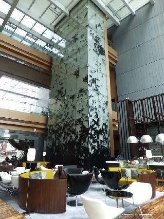 Hotel ICON : The lobby bar and café area