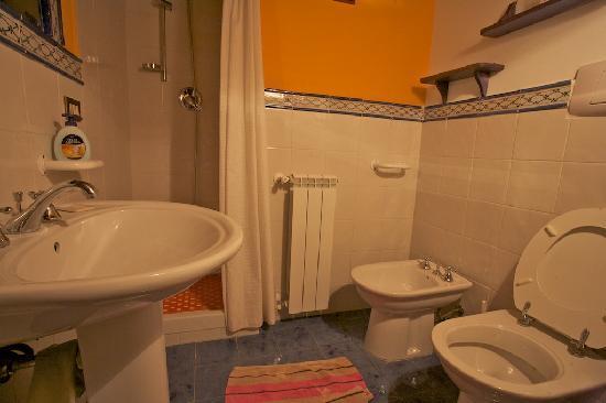 Sala da bagno foto di le case di lilli pitti partinico - Sala da bagno ...