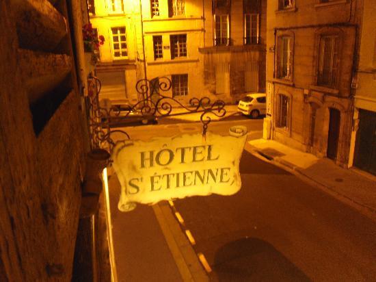 Hotel Saint-Etienne : outside at night. quiet street