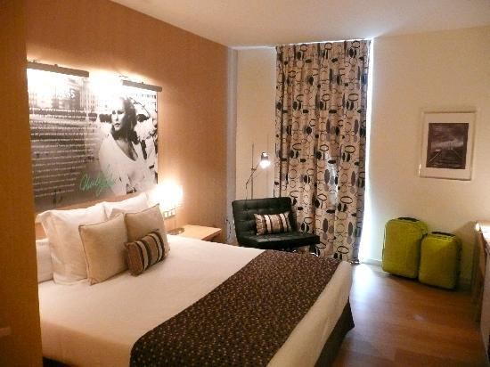 Mobiliario de la habitaci n fotograf a de hotel astoria 7 san sebasti n donostia tripadvisor - Decorar habitacion principal ...
