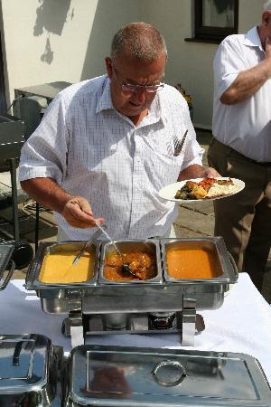 Maazi Indian Restaurant : Nice selection of sauces