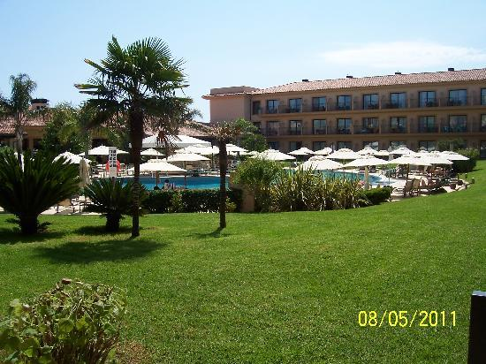 La Quinta Menorca Hotel & Spa: View of pool area and grounds