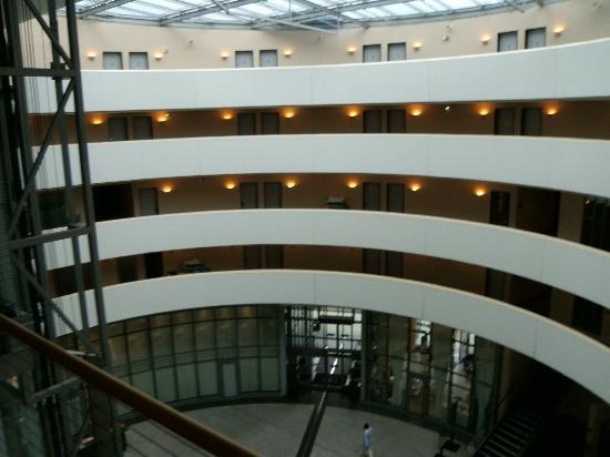 NH Düsseldorf City: Sehr schöne Lobby