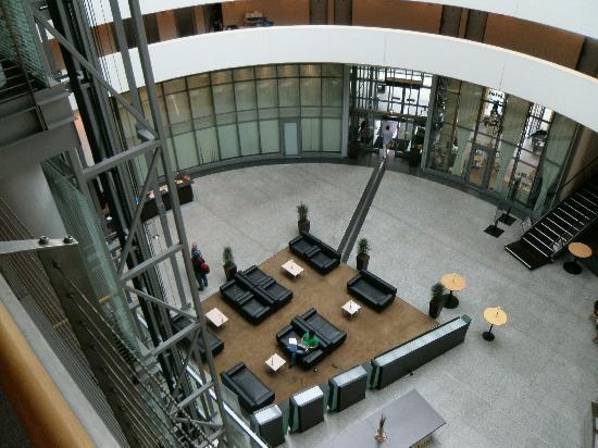NH Düsseldorf City: Sehr schöne Sitzecke - Free WLAN