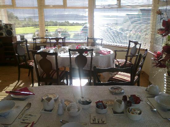 Clunelly House: the breakfast room