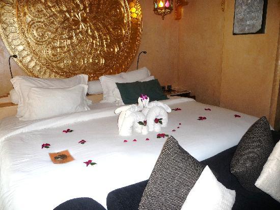 The Baray Villa : Anniversary Bed Decoration Baray Villa