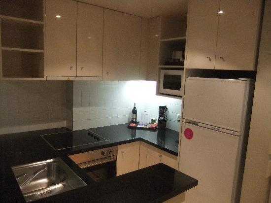 Adina Apartment Hotel South Yarra Melbourne: Kitchen