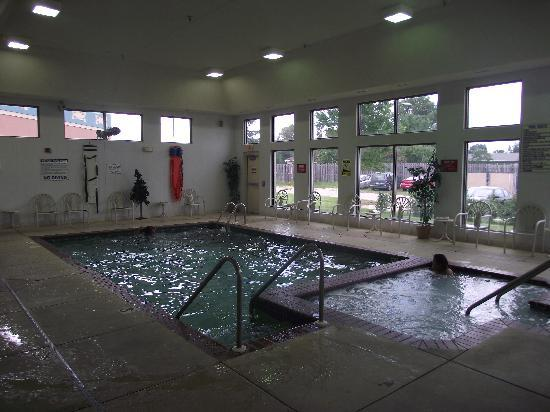 Ho-Chunk Gaming Black River Falls Hotel: Pool and hot tub