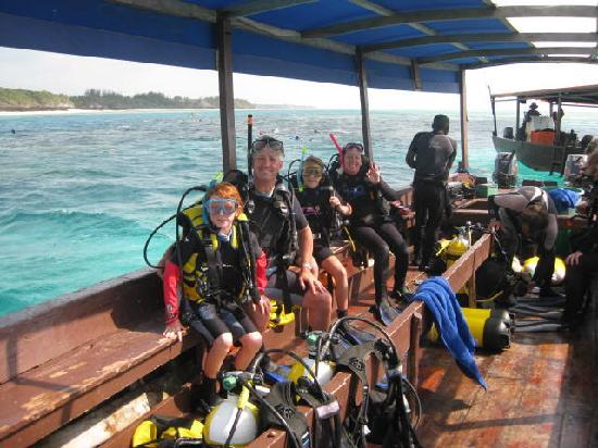 Pingwe, Tanzanya: A family dive in the beautiful waters off Karafuu