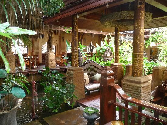 The Baray Villa : Entrance to Restaurant Sawasdee Village
