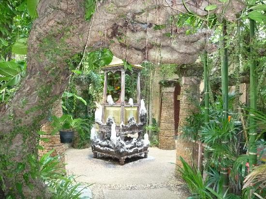 The Baray Villa : Grounds of Sawasdee Village