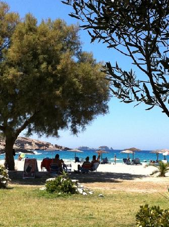 Yria Island Boutique Hotel & Spa: beach from the taverna
