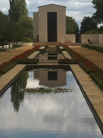 Cambridge American Cemetery and Memorial: The chapel