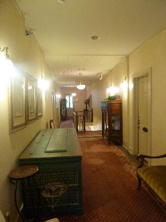 Historic Eureka Inn: upstairs hallway