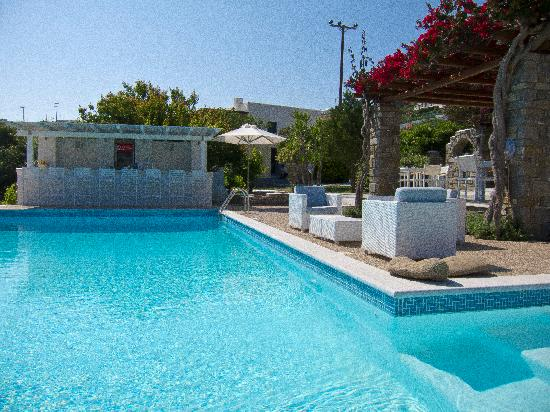 Roses Beach Hotel: Roses Beach - The pool, bar and breakfast area