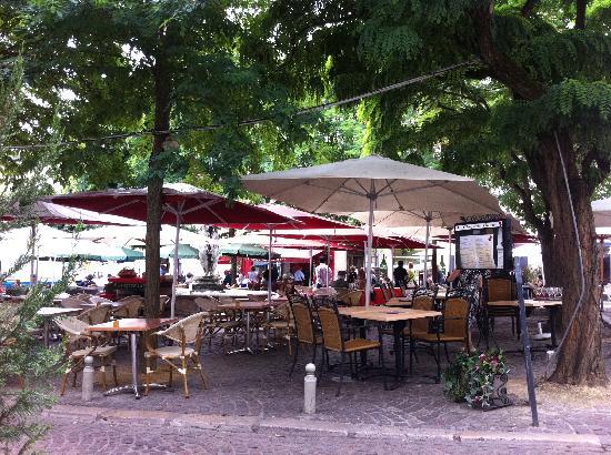 Chinon, Francia: Place du Général de Gaulle