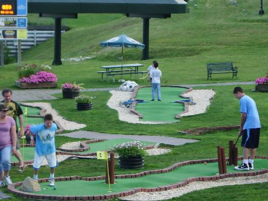 Bromley Mountain: Mini golf course at Bromley