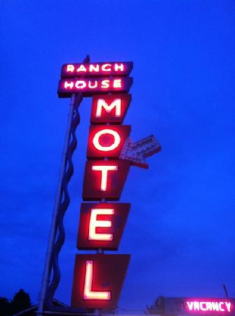 Ranch House Motel: hotel sign