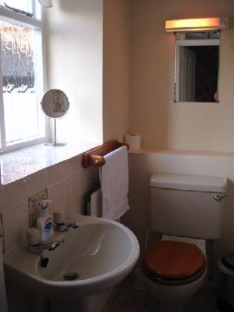 Raglan House: View into en-suite bathroom