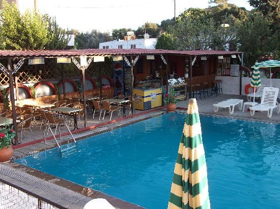 Lisa Hotel: snack bar, balcony view
