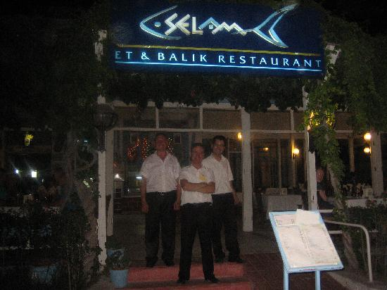 Selam Restaurant: Tom & the boys at the entrance