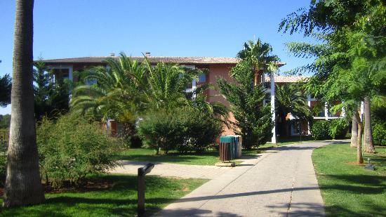 Blau Colonia Sant Jordi Resort & Spa : Weg zu den Häusern