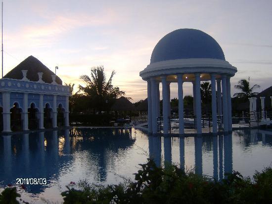 Iberostar Varadero : Couché de soleil et la piscine