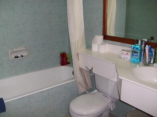 Electra Holiday Village: bathroom