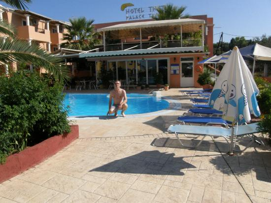 Thetis Hotel: Garden and the pool