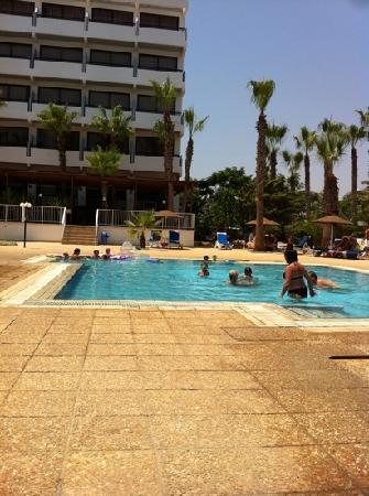 Cavo Maris Beach Hotel : La piscine pour enfants.