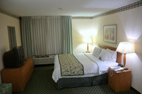 Fairfield Inn & Suites Asheville South/Biltmore Square: Bed